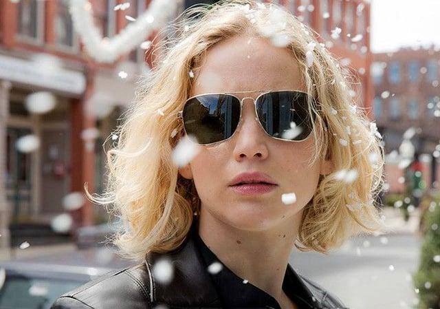 Jennifer Lawrence wearing gold-framed aviators in the movie Joy