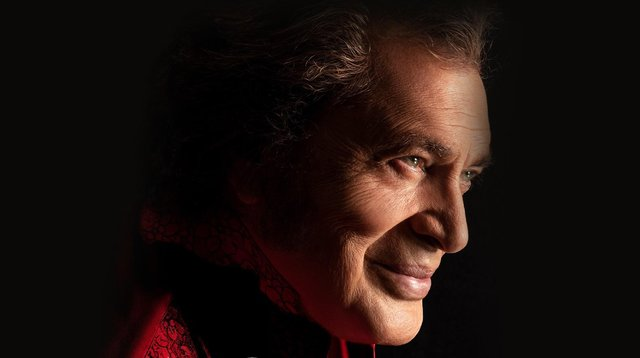 Engelbert Humperdinck will be performing in Sheffield and Manchester in November 2021.