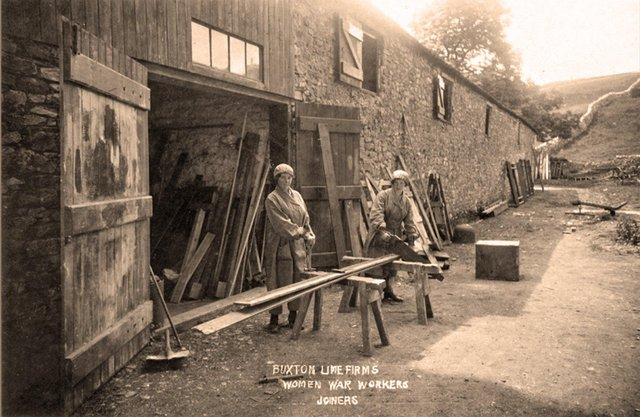 The female war workers at Buxton Lime Firms